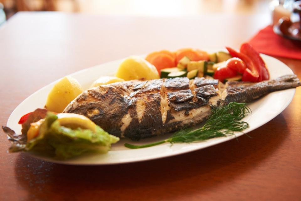 Casa-Madeira_Portugiesisches-Restaurant_Hamburg_gebratener-Fisch